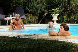 Blootvakanties, relaxen in het zwembad