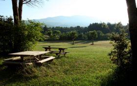 Bélézy, met op de achtergrond de Mont Ventoux